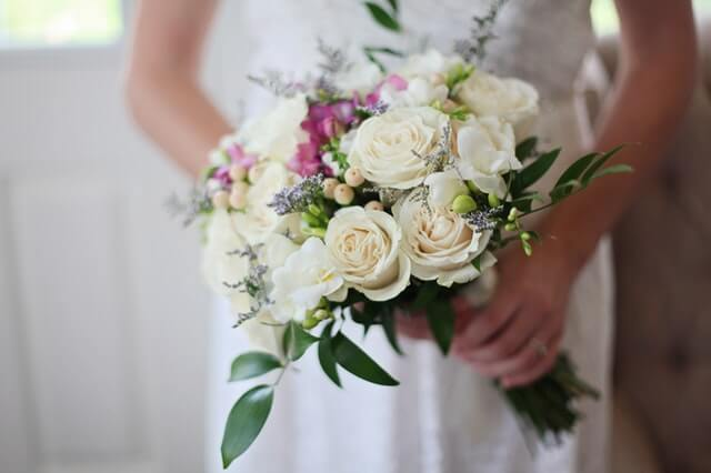 The Winter Flowers and Bouquets to Know About For your Winter Wedding