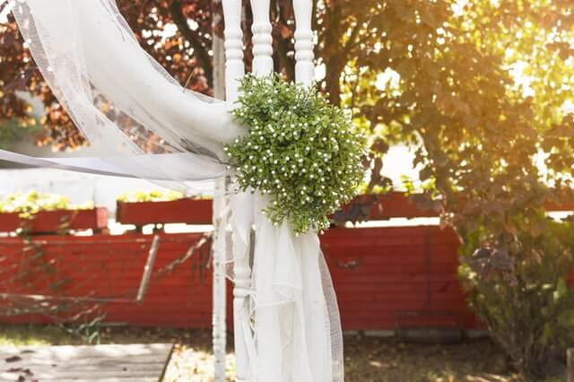 How to Add Spring Time Freshness to Your Wedding