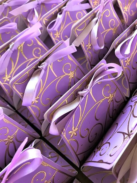 How to Personalize Your Wedding Favors