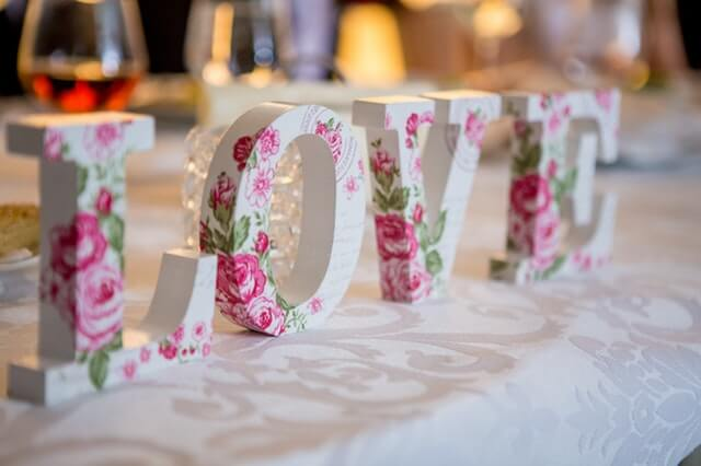 How to Add Warmth to Your Spring Wedding
